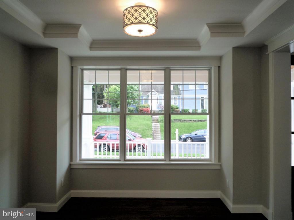 Living Room - 5919 RYLAND DR, BETHESDA
