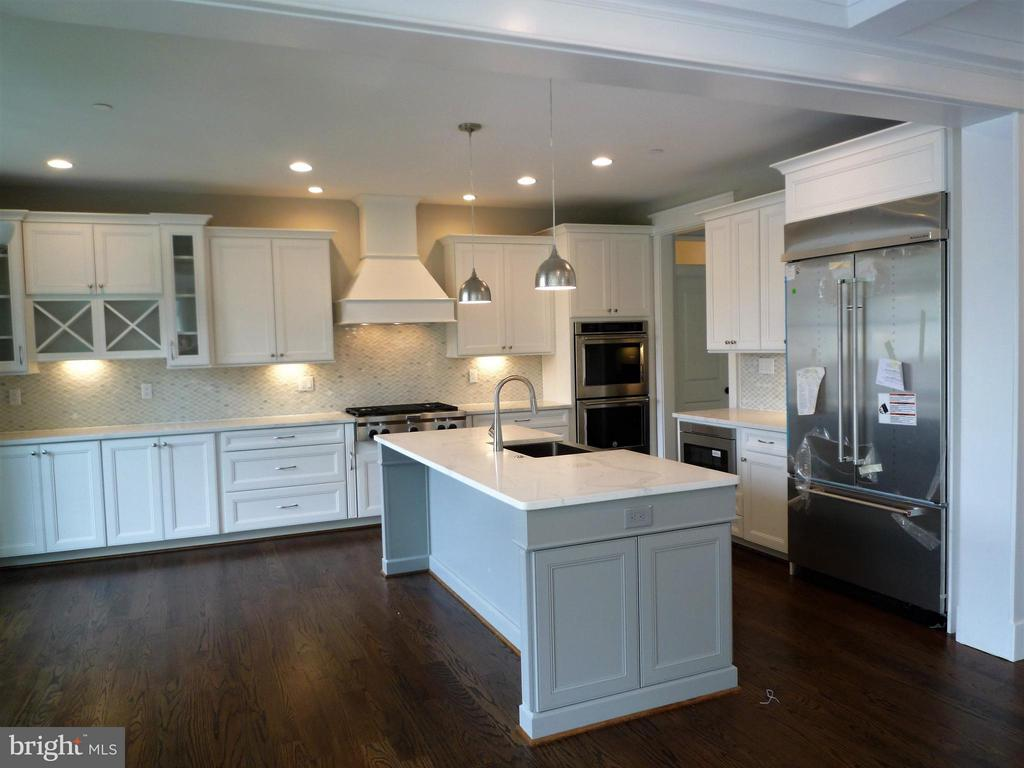 Kitchen - 5919 RYLAND DR, BETHESDA