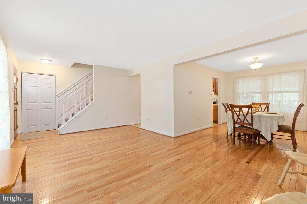 Living Room - 16116 INDUS DR, WOODBRIDGE