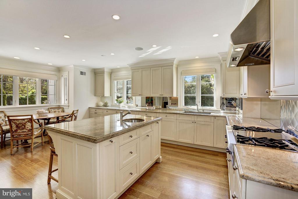 Kitchen - 3110 CHAIN BRIDGE RD NW, WASHINGTON