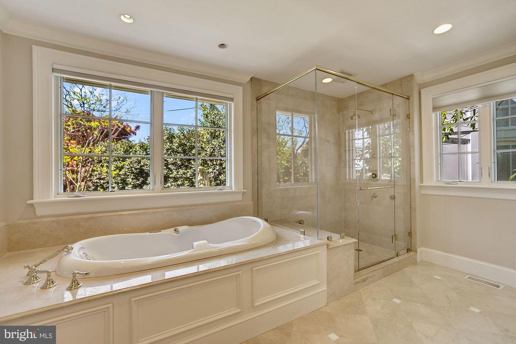 Bath (Master) - 3110 CHAIN BRIDGE RD NW, WASHINGTON