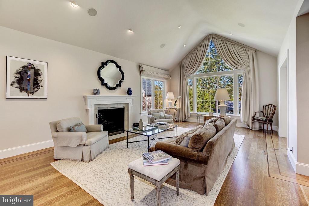 Living Room - 3110 CHAIN BRIDGE RD NW, WASHINGTON