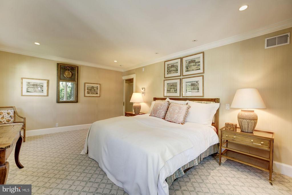 Bedroom (Master) - 3110 CHAIN BRIDGE RD NW, WASHINGTON