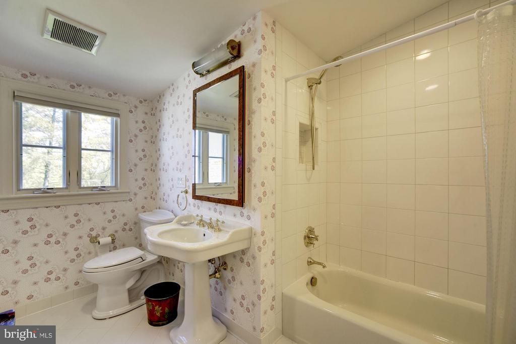 Bath - 3110 CHAIN BRIDGE RD NW, WASHINGTON