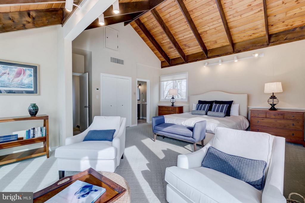 Gorgeous Master Bedroom - 312 RUGBY COVE RD, ARNOLD
