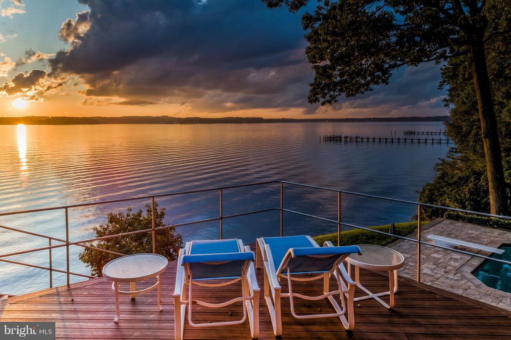 Huge deck overlooking the Severn - 312 RUGBY COVE RD, ARNOLD