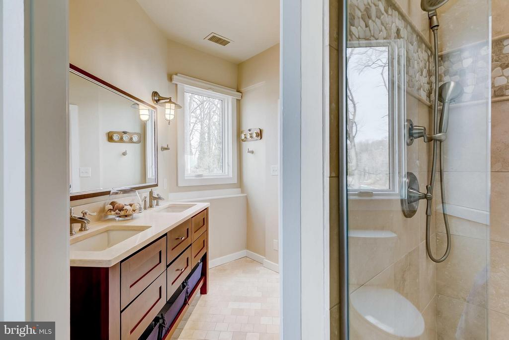 Updated Master Bathroom - 312 RUGBY COVE RD, ARNOLD