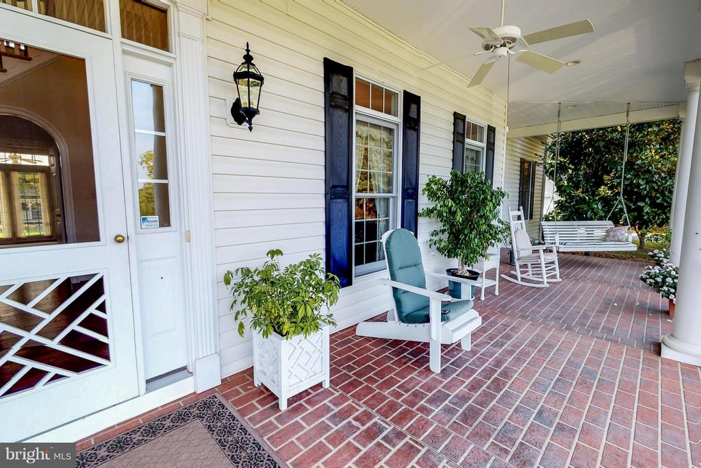 Front Porch - 1600 MILLWOOD PIKE, WINCHESTER