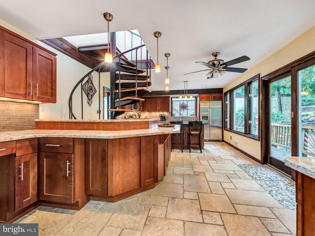 work areas and access to the deck - 7621 STEWART HILL RD, ADAMSTOWN