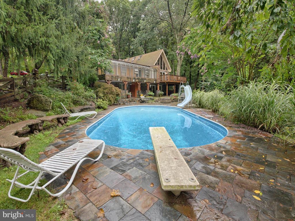 Enjoy your pool w/ slate patio - 7621 STEWART HILL RD, ADAMSTOWN