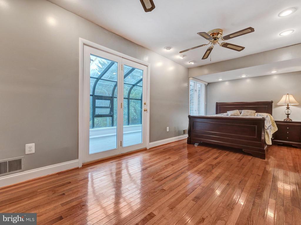 2nd bedroom w/ access to sunroom - 7621 STEWART HILL RD, ADAMSTOWN