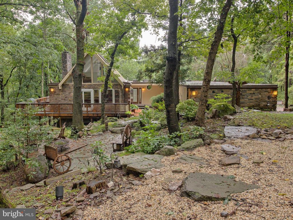 Nestled on over 5 acres backing up to Sugarloaf - 7621 STEWART HILL RD, ADAMSTOWN