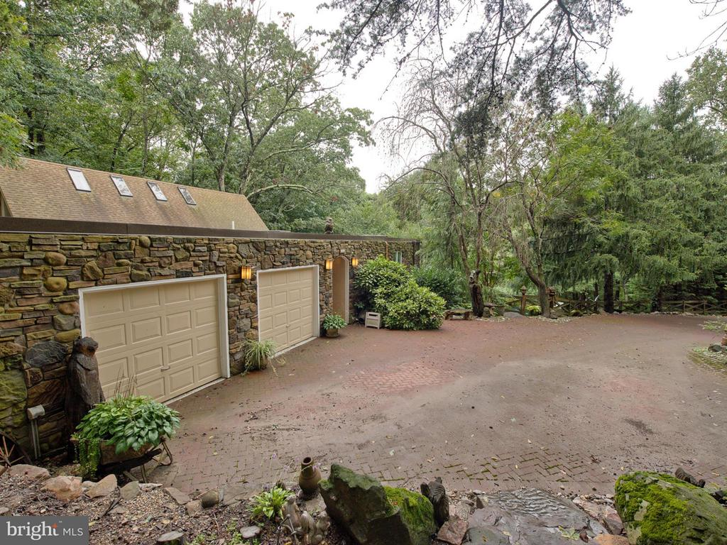 Large Double Garage and 2 parking areas - 7621 STEWART HILL RD, ADAMSTOWN
