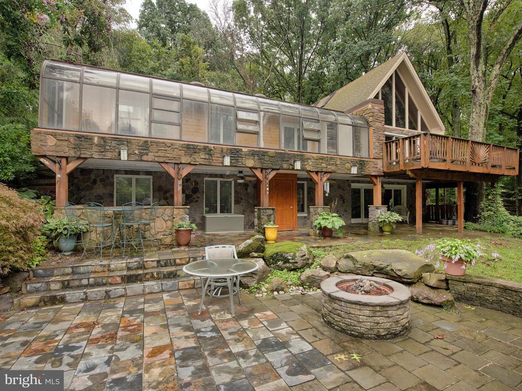 2 Fire Pits, wrap around porch, sun room, etc. - 7621 STEWART HILL RD, ADAMSTOWN