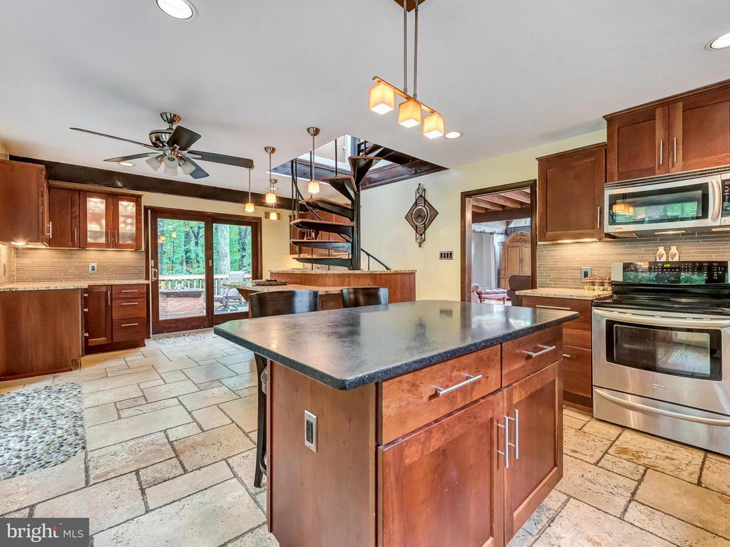 Entertain in the large kitchen w/ island - 7621 STEWART HILL RD, ADAMSTOWN