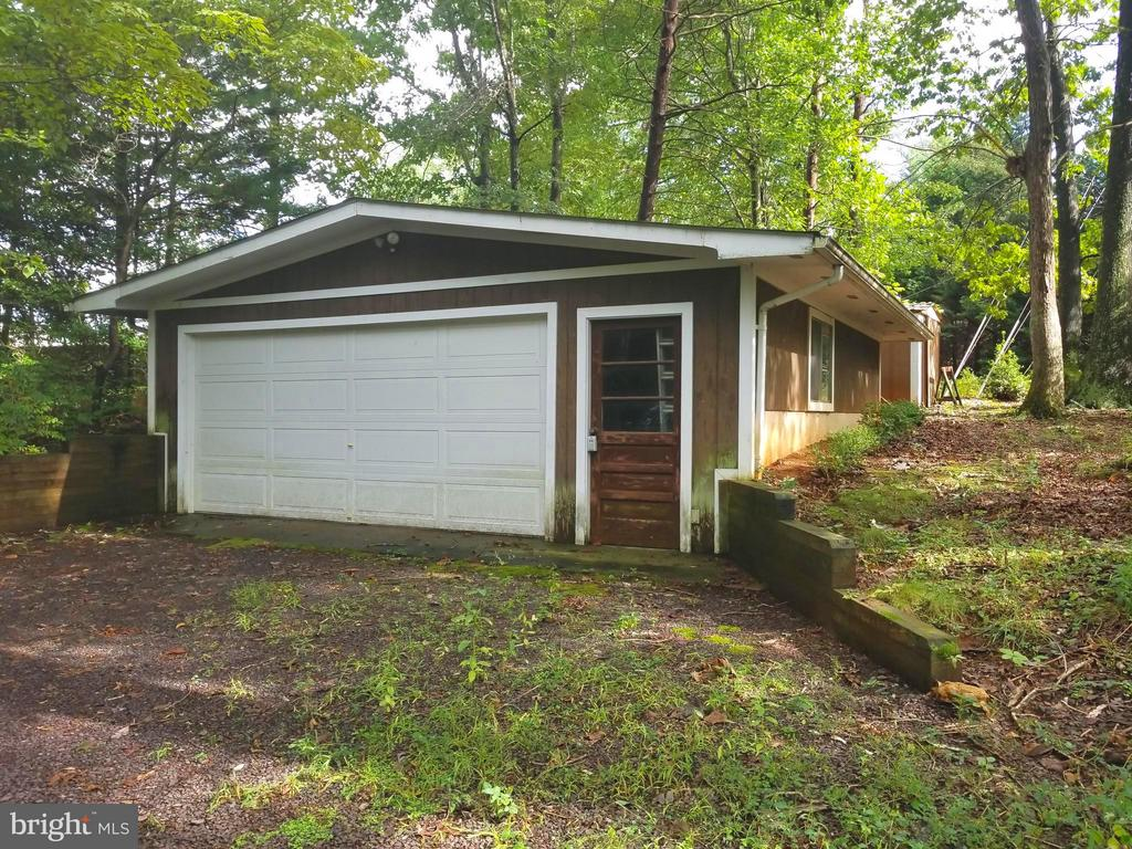 Detached garage - 208 MUSKET LN, LOCUST GROVE