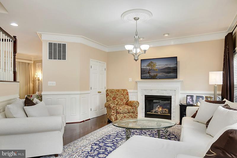 Living Room - 6093 DEER RIDGE TRL, SPRINGFIELD