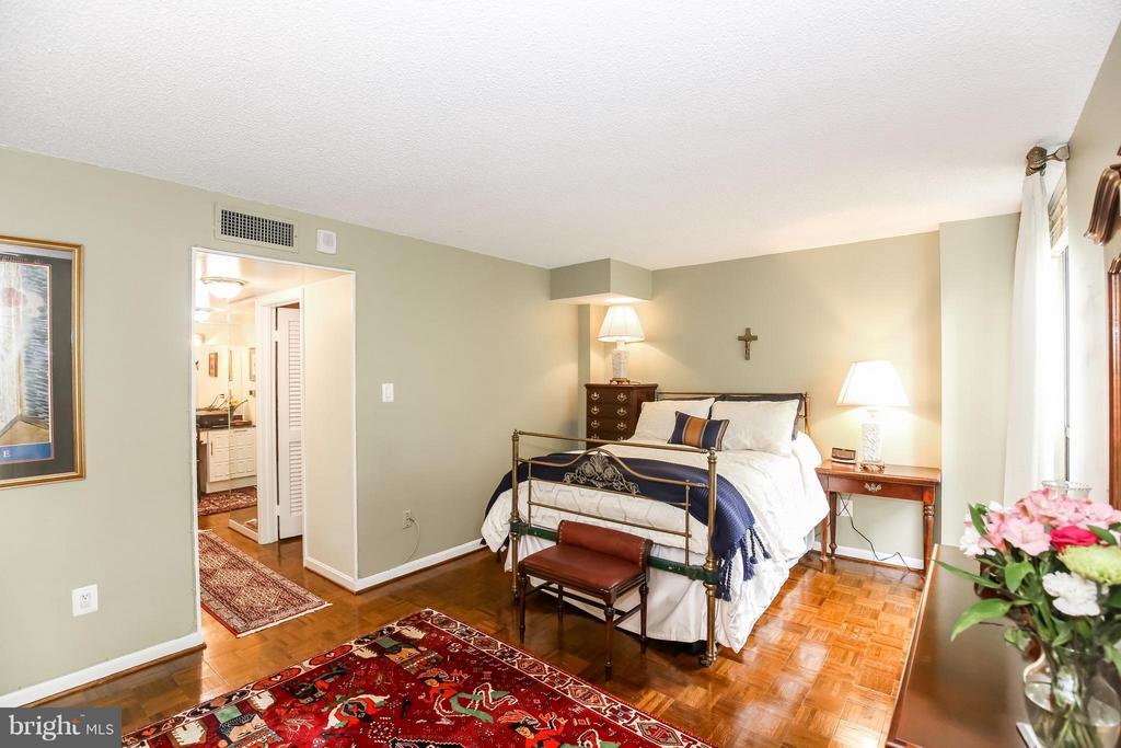 Bedroom - 1101 ARLINGTON RIDGE RD #201, ARLINGTON