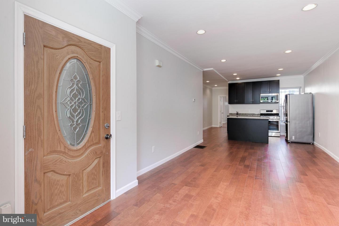 Additional photo for property listing at 137 P St NW 137 P St NW Washington, District Of Columbia 20001 United States