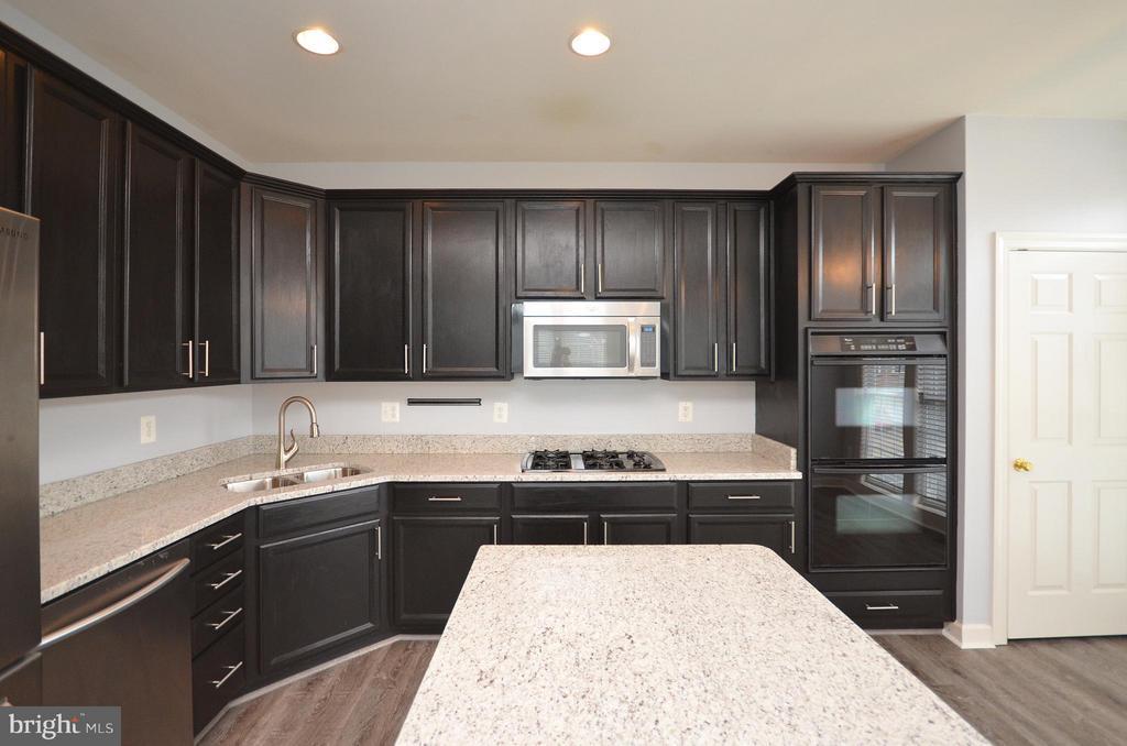 Gourment Kitchen - 41833 PROVERBIAL TER, ALDIE