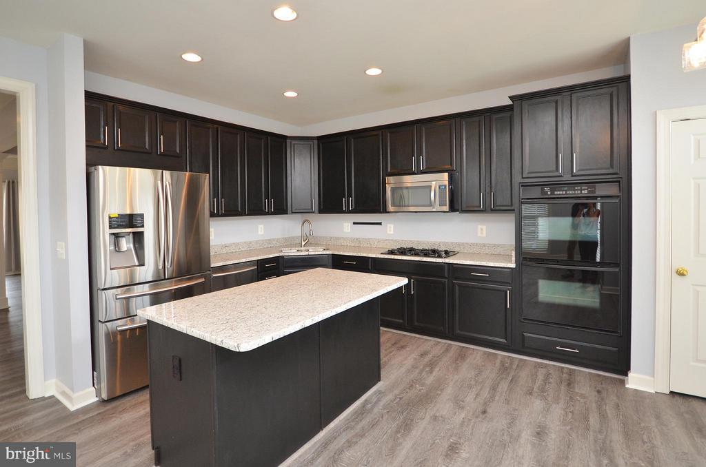 Gourmet Kitchen with New Granite Counters - 41833 PROVERBIAL TER, ALDIE