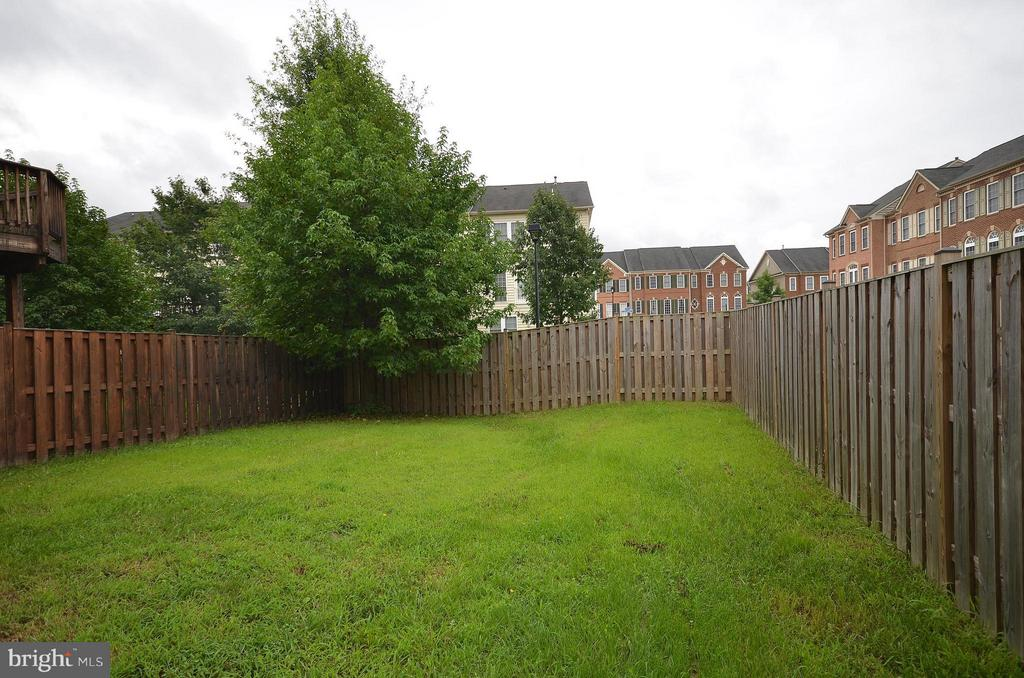 Fully Fenced Rear Yard - 41833 PROVERBIAL TER, ALDIE
