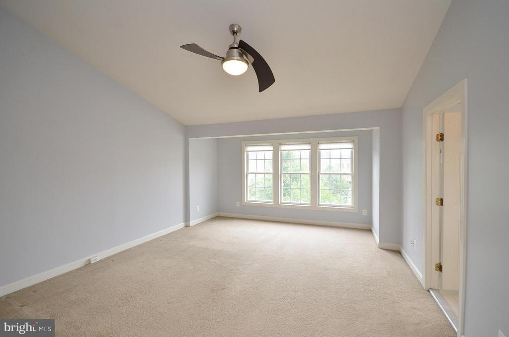 Spacious Master Bedroom - 41833 PROVERBIAL TER, ALDIE