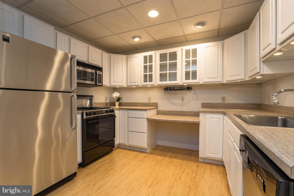 Full kitchen located in basement - 1 BRIDGECREEK CT, STAFFORD