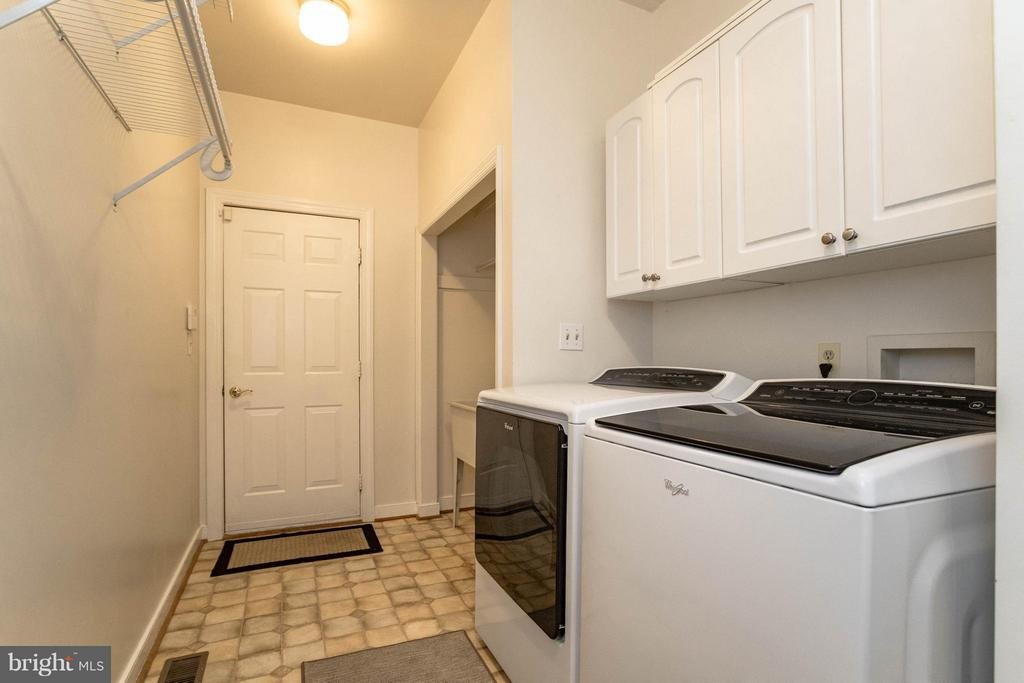 Laundry room off garage main level - 1 BRIDGECREEK CT, STAFFORD
