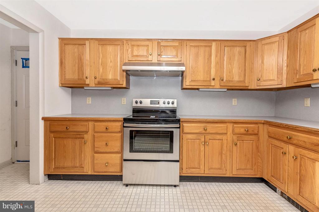 Kitchen - 1002 WOODLAND WAY, HAGERSTOWN