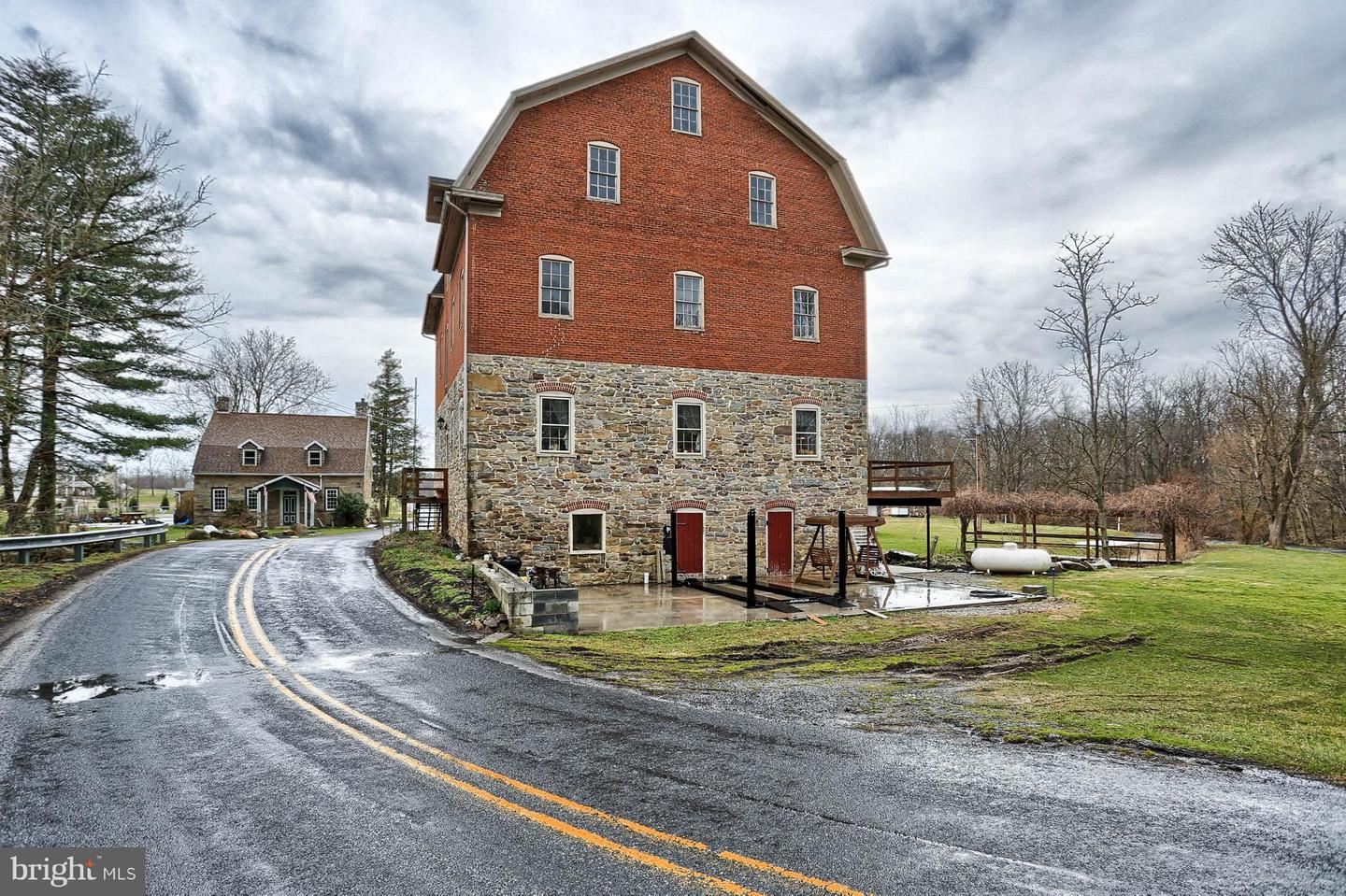 Photo of home for sale at 75 Fleshman Mill Road, New Oxford PA