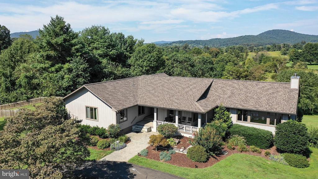 9492  CREST HILL ROAD, Marshall in FAUQUIER County, VA 20115 Home for Sale