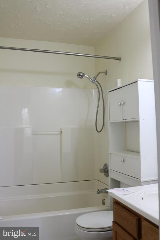 Full Master Bath - 76 BOILEAU CT, MIDDLETOWN