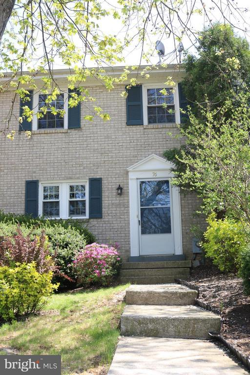 Mature trees and landscaping - 76 BOILEAU CT, MIDDLETOWN