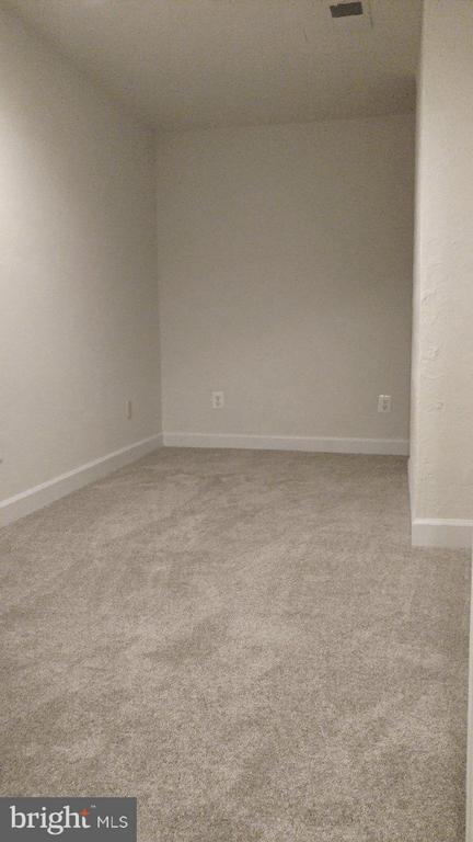 Newly Carpeted and Freshly Painted Front Room - 76 BOILEAU CT, MIDDLETOWN