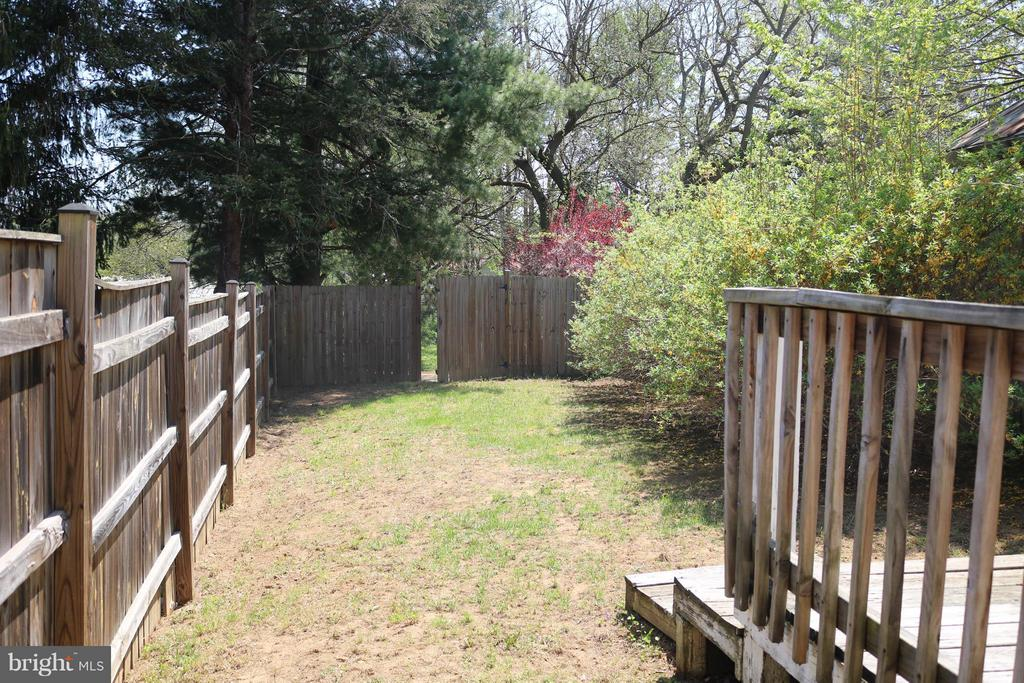 Large Fenced~Back Yard with~Rear Gate - 76 BOILEAU CT, MIDDLETOWN