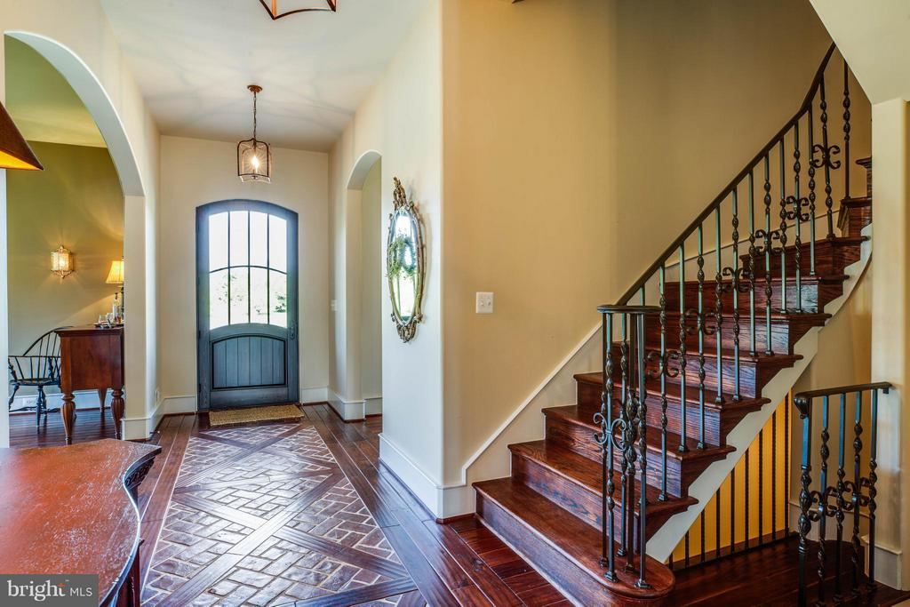 Front Foyer~Handscraped Hardwood~Curved Stairwells - 3 MERIDAN LN, STAFFORD