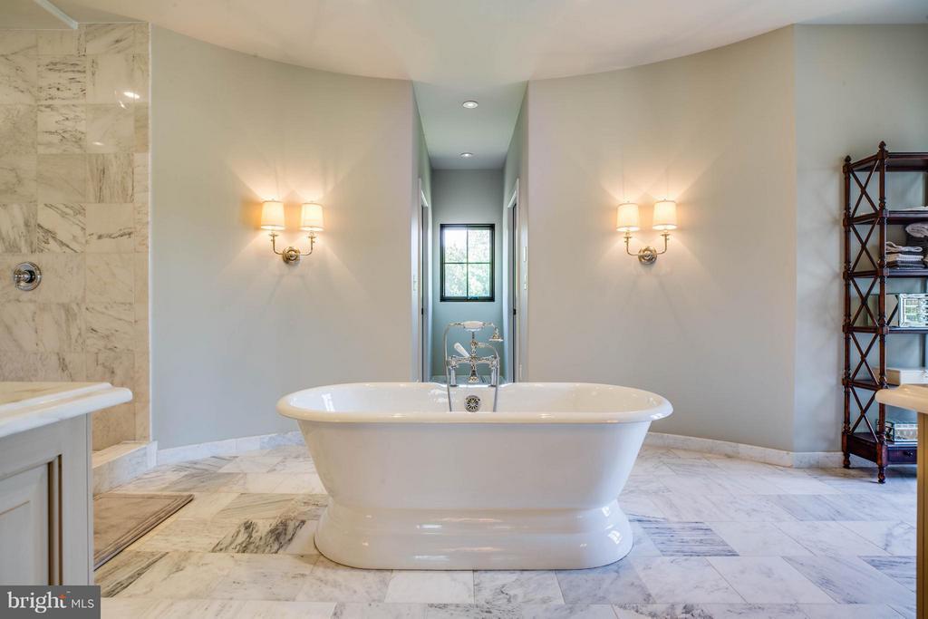 Spa Bath~Separate Vanities~Rain/Dual Shower Heads - 3 MERIDAN LN, STAFFORD