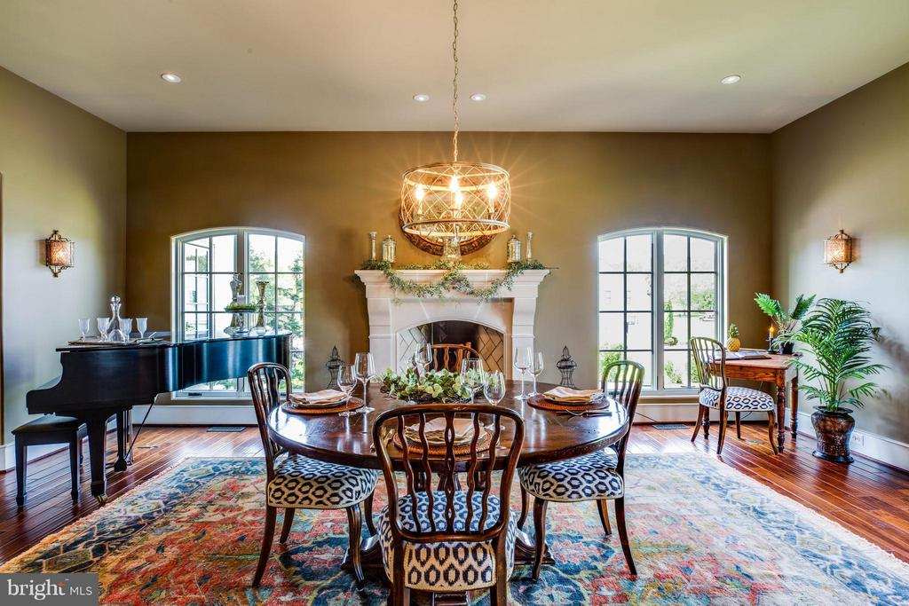 Dining Room w/Custom Designed Rumford Fireplace - 3 MERIDAN LN, STAFFORD