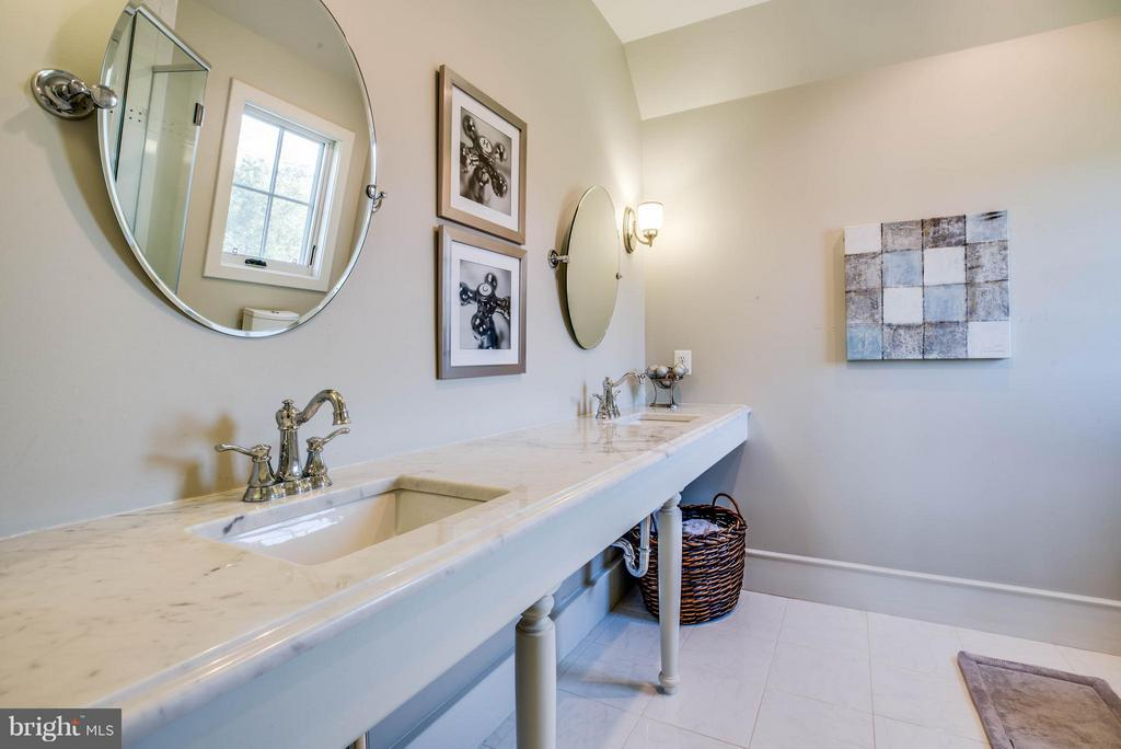 Private Bath~Carrara Marble~Frameless Shower - 3 MERIDAN LN, STAFFORD
