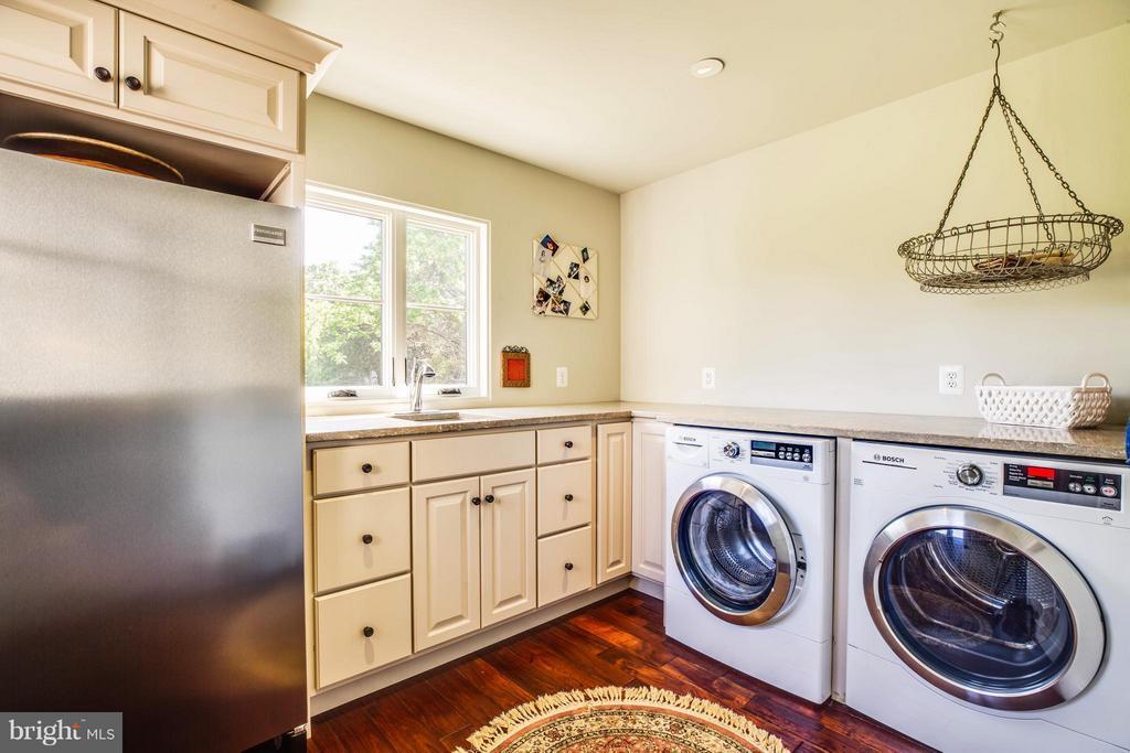 Laundry Room~on Main Level~Door Leading Outside - 3 MERIDAN LN, STAFFORD
