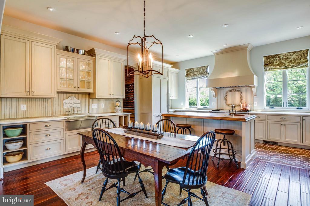 Kitchen w/Graber Cabinetry~Farmhouse Sink - 3 MERIDAN LN, STAFFORD