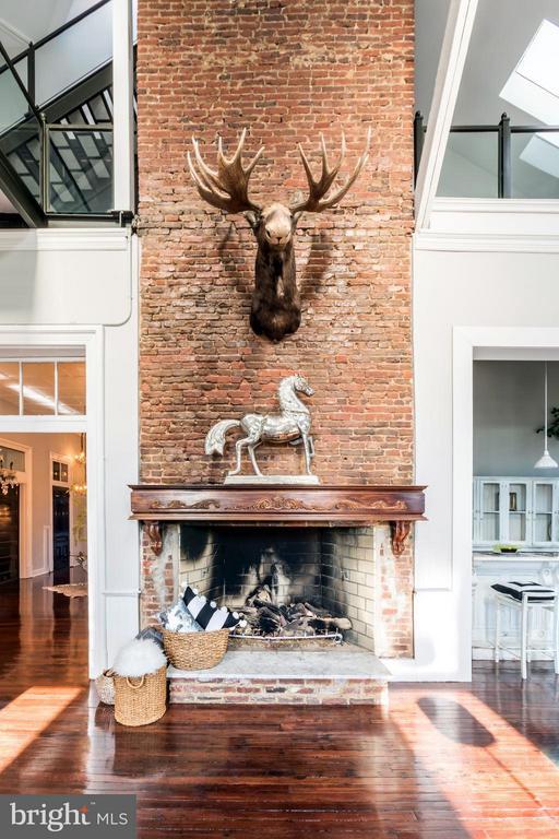 Fireplace - 1375 MARYLAND AVE NE #H, WASHINGTON