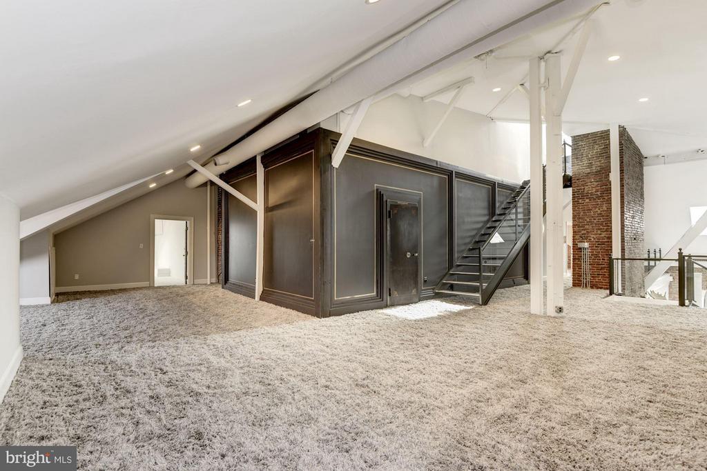 Upper Living Room - 1375 MARYLAND AVE NE #H, WASHINGTON
