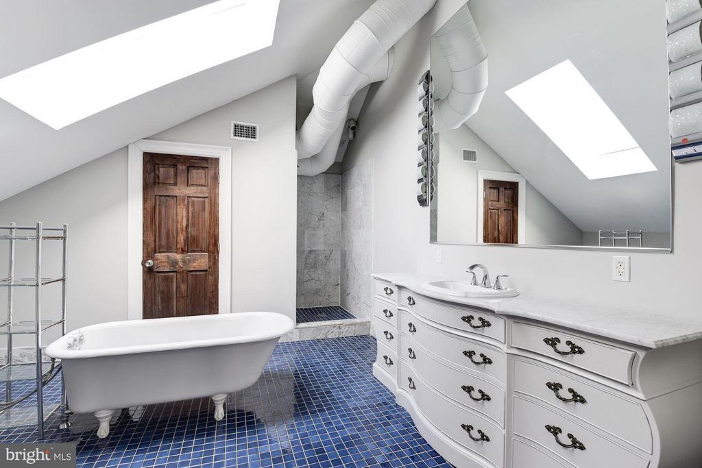 Bath - 1375 MARYLAND AVE NE #H, WASHINGTON