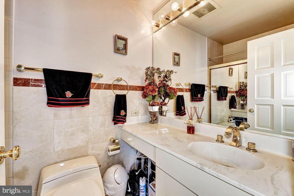 3rd bathroom on 2nd floor - 1530 KEY BLVD #1324, ARLINGTON
