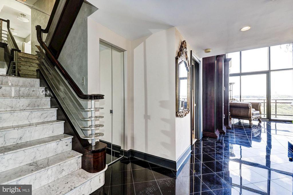 Stair Way to upstairs - 1530 KEY BLVD #1324, ARLINGTON