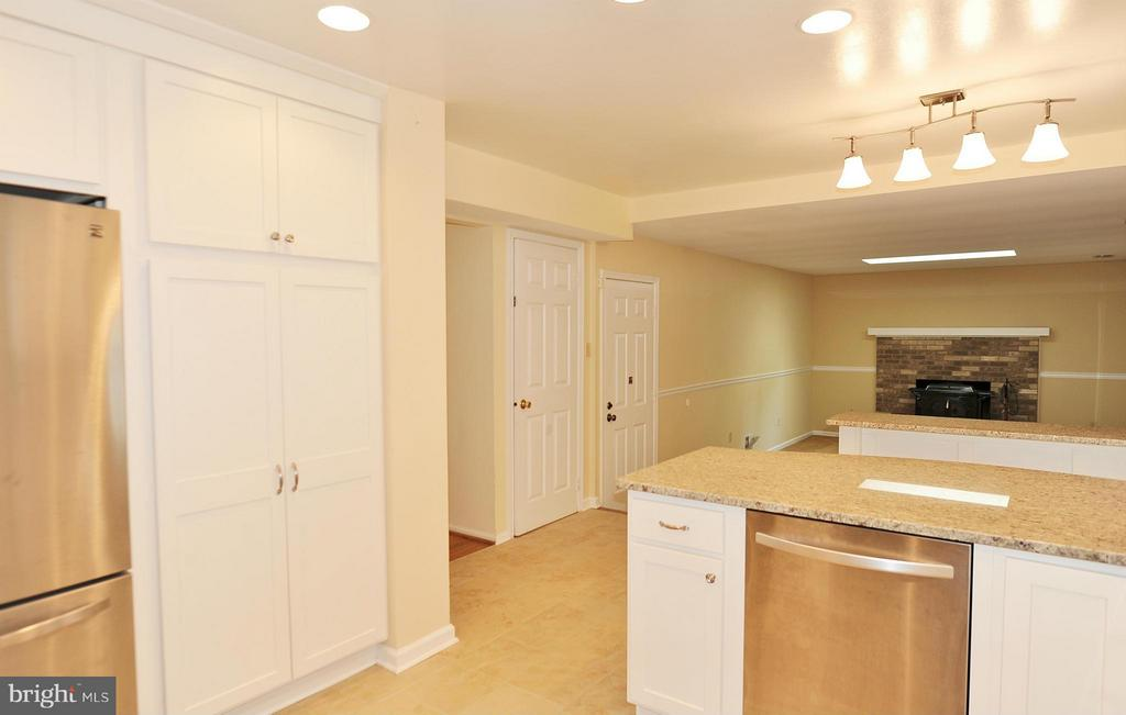 Kitchen - 7589 RUXTON DR, SPRINGFIELD
