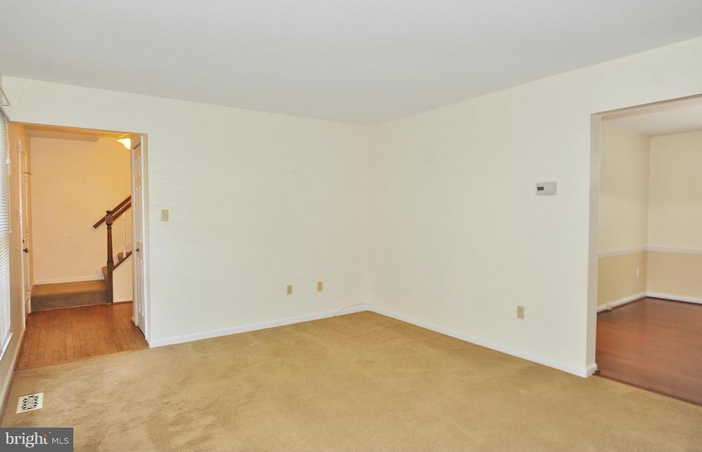 Living Room - 7589 RUXTON DR, SPRINGFIELD