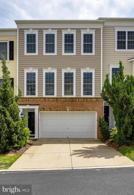 Welcome home! - 2373 BROOKMOOR LN, WOODBRIDGE